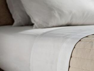 Bio Bettlaken Bettuch ohne Gummi reinweiß - SATIN aus Biobaumwolle